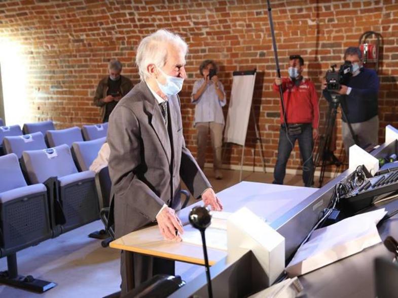پیرمرد ۹۳ ساله سومین مدرک دانشگاهی خود را گرفت+عکس