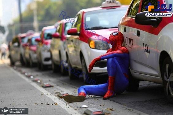 مرد عنکبوتی در اعتراضات رانندگان تاکسی +عکس