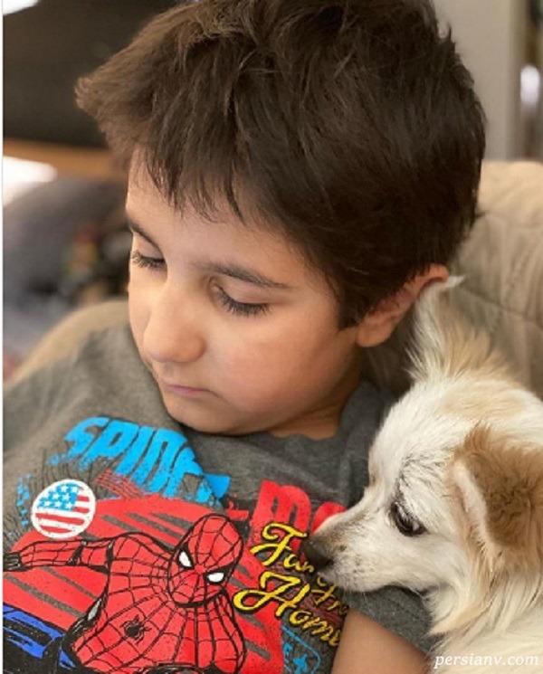 خواب راحت جانیار پسر برزو ارجمند با حیوان خانگی اش +عکس