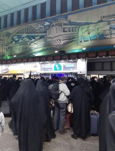 تصویری از مسافران منتظر برای سفر به مشهد