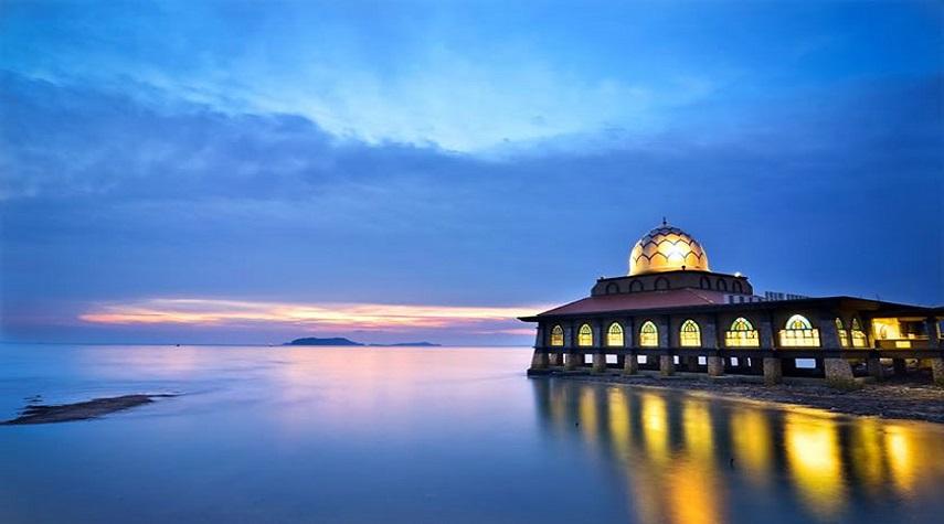 مسجد الحسین مالزی ، مسجدی به روی آب +عکس