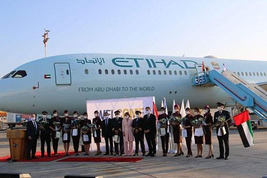 تصاویری از فرود هواپیمای اماراتی در تلآویو