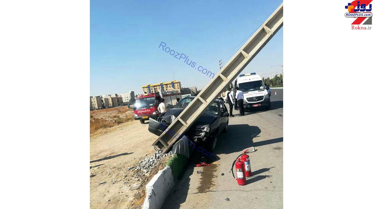 تصادف عجیب پژو با تیر برق در اسلامشهر+عکس