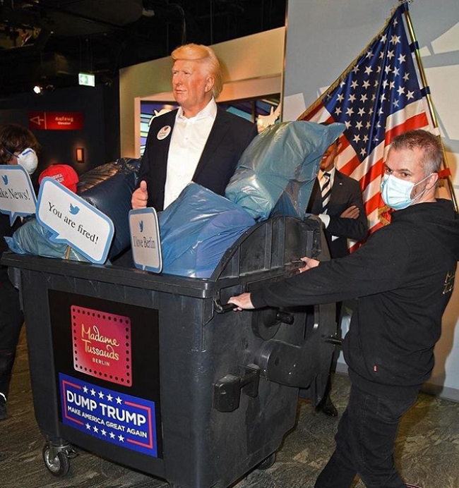 مجسمه ترامپ داخل سطل زباله موزه برلین +عکس
