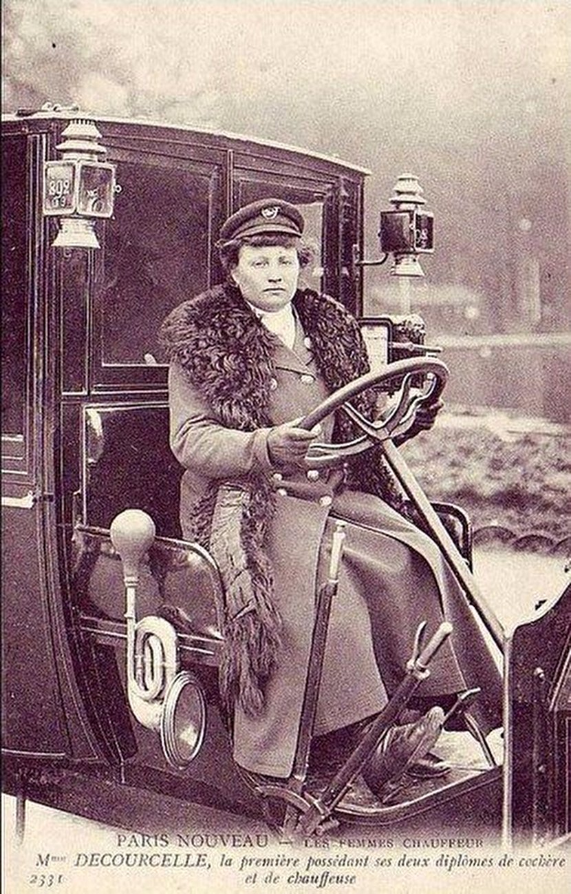 اولین راننده تاکسی زن جهان در سال ۱۹۰۹ +عکس
