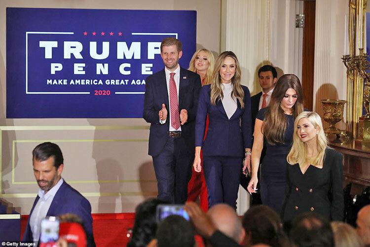 حرکت رندانه خانواده ترامپ؛ ژست پیروزی مقابل دوربینها+ عکس