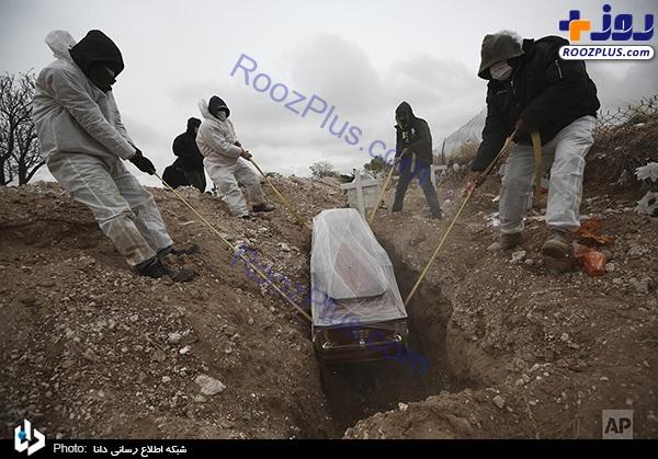 تدفین یک قربانی کرونا در مکزیک +عکس