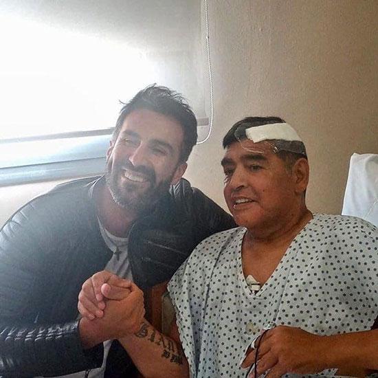 مارادونا قبل از ترخیص از بیمارستان +عکس