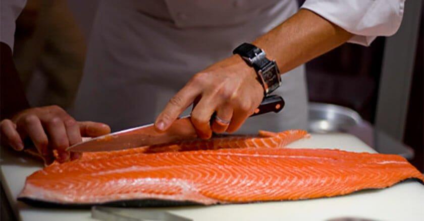 ترفندی عالی برای پاک کردن ماهی