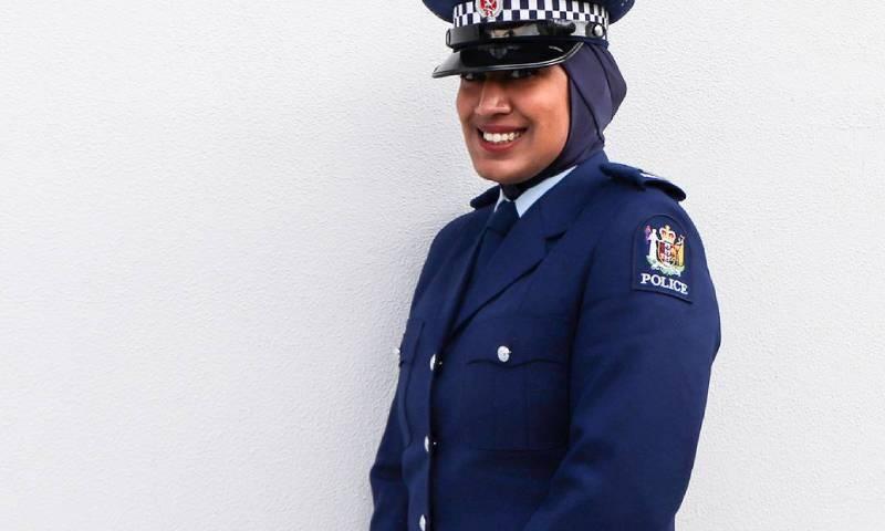 نخستین پلیس محجبه در نیوزیلند + عکس