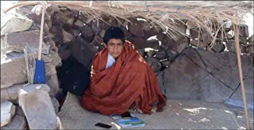 آلونک نشینی دانش آموز سراوانی برای شاد خبرساز شد+عکس