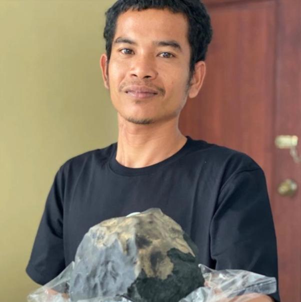 سقوط شهاب سنگ مرد اندونزیایی را یک شبه میلیونرکرد +عکس