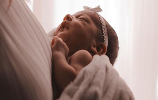 تغذیه با شیر مادر؛ ۱۱ فایدهای که نمیدانستید