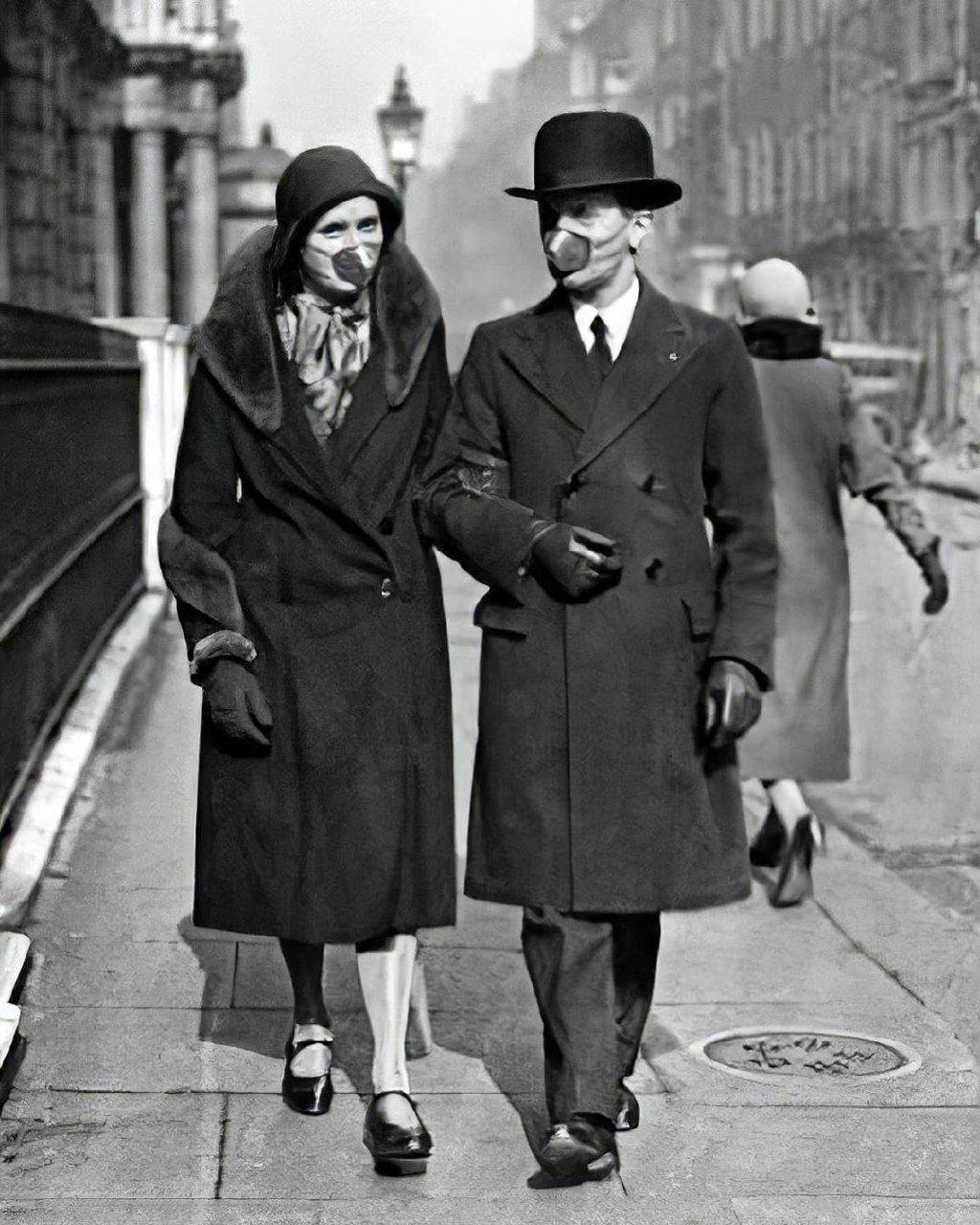 ماسک عجیب زوج بریتانیایی در همه گیری آنفولانزا +عکس