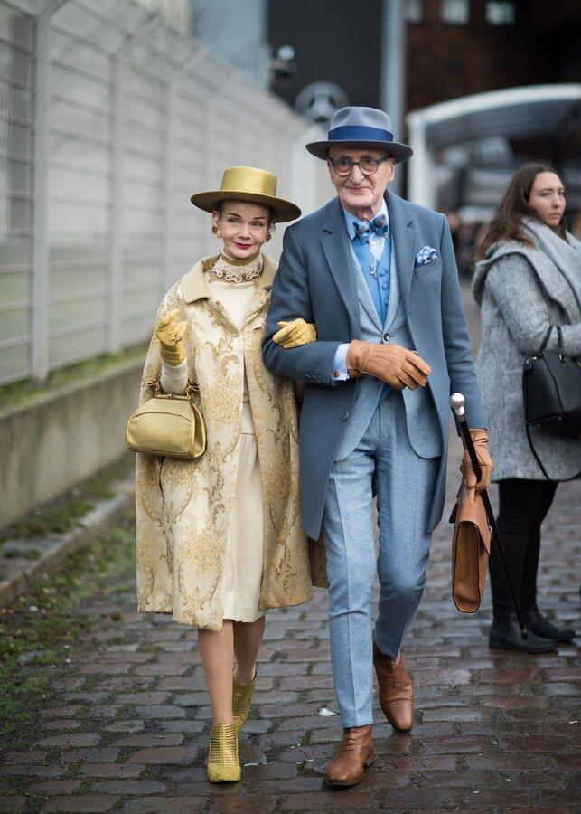 استایل جذاب زوج سالمندی که متفاوت لباس میپوشند