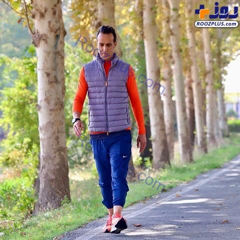تیپ و استایل علی کریمی هنگام پیاده روی صبحگاهی+عکس