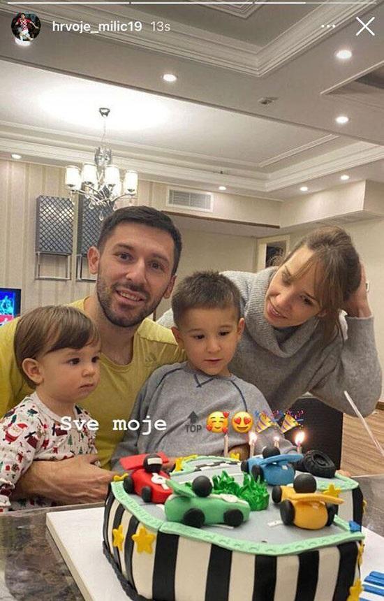 مدافع استقلال در کنار همسر و فرزندانش +عکس