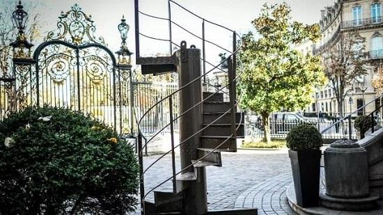 پلکان برج ایفل فروخته شد
