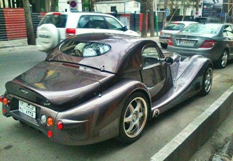حمل یک خودرو لوکس و عجیب در خیابانهای تهران