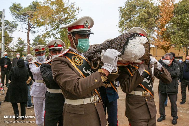 مراسم خاکسپاری پیکر مرحوم کامبوزیا پرتوی +عکس