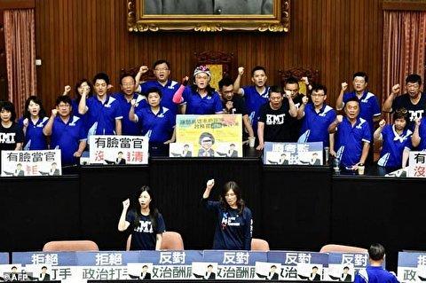 کتک کاری با دل و روده خوک در پارلمان تایوان