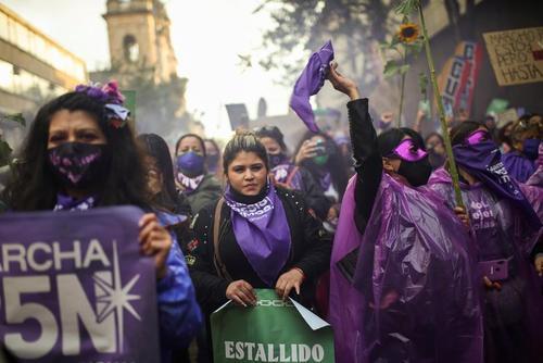 از روز جهانی منع خشونت علیه زنان تا بزرگترین درخت کریسمس