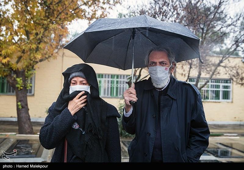 فرخ نعمتی و همسر بازیگرش در خاکسپاری پرویز پورحسینی +عکس