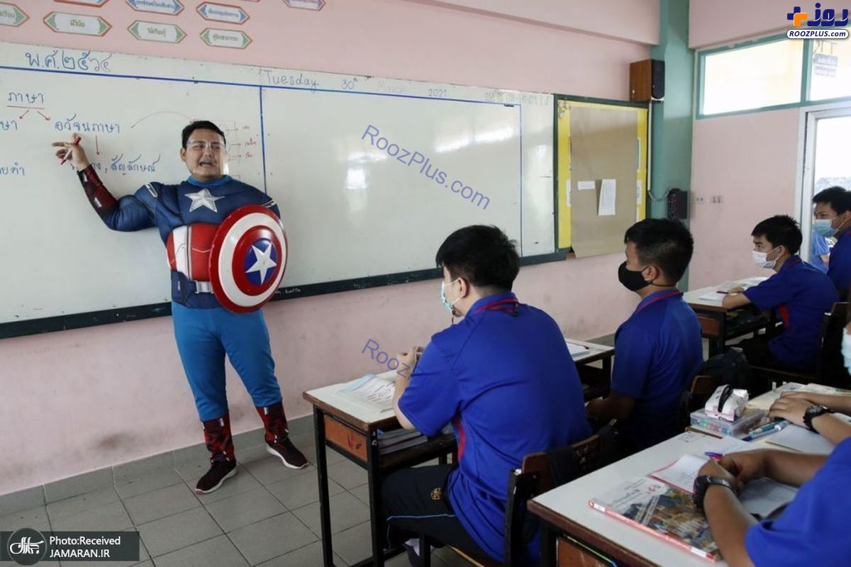 لباس عجیب و غریب یک معلم سر کلاس +عکس