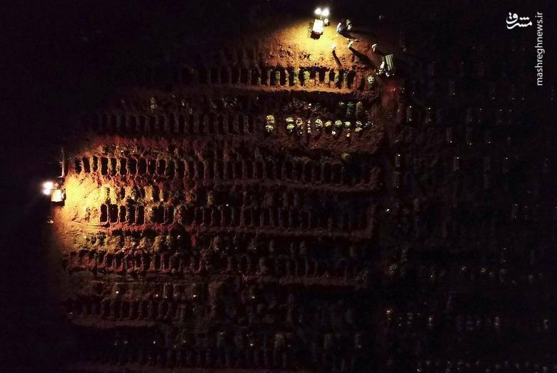 دفن شبانه اجساد قربانیان کرونا+عکس