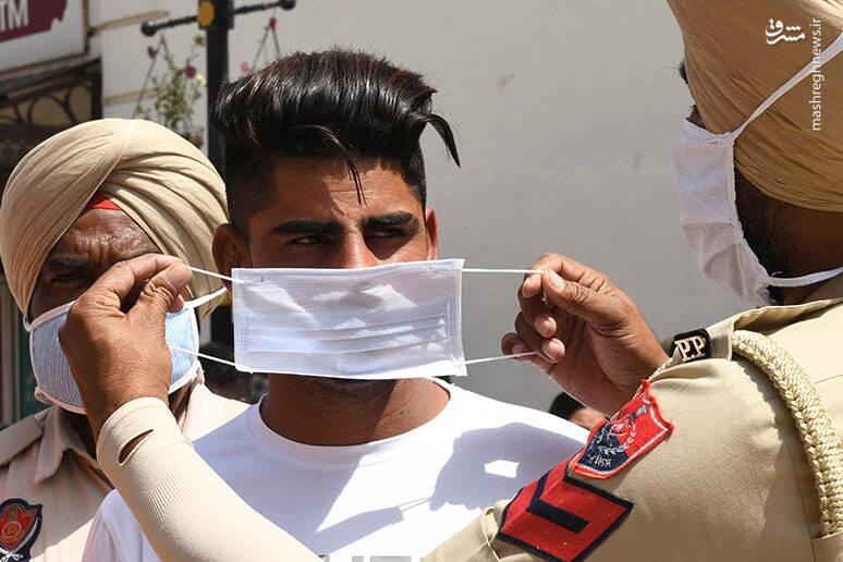 ماسک به دست شدن پلیس هند+عکس