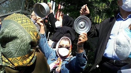عکسی خاص از تجمع اعتراضی بازنشستگان