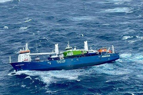 لحظات دلهره آور از نجات خدمه کشتی در دریای شمال