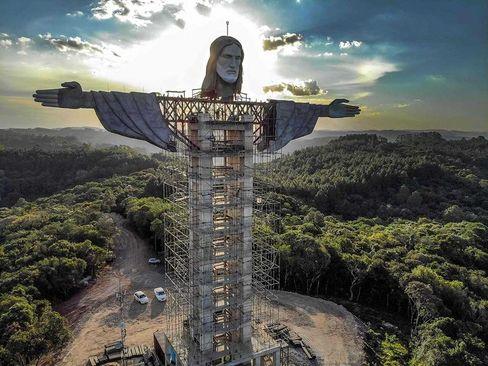 ساخت مجسمه جدید از عیسی مسیح(ع) در برزیل + عکس
