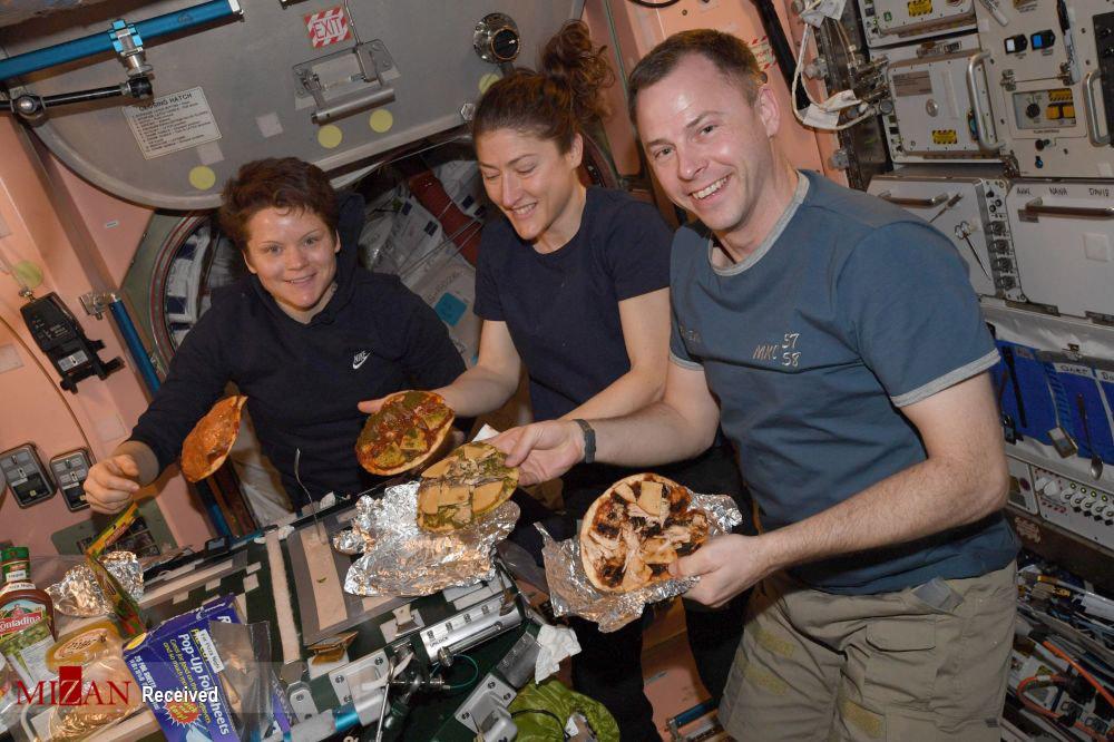 غذا خوردن در فضا+ عکس