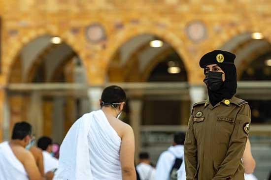 اولین حضور پلیس زن در مسجد جامع مکه