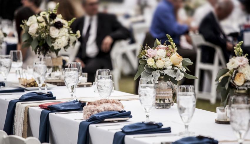 ۸ ایده ساده اما جذاب و کاربردی برای چیدمان میز شام عروسی