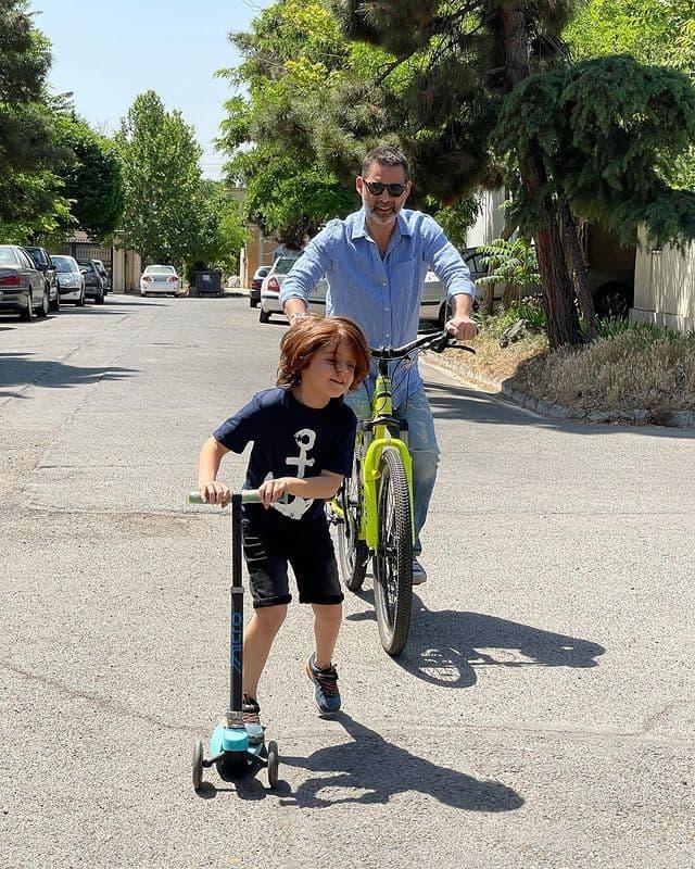 دوچرخه سواری پیمان معادی با خواهرزاده اش + عکس
