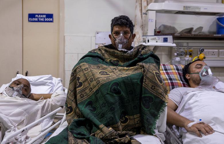 کمبود جا در وضعیت اضطراری بیمارستان های هند + عکس
