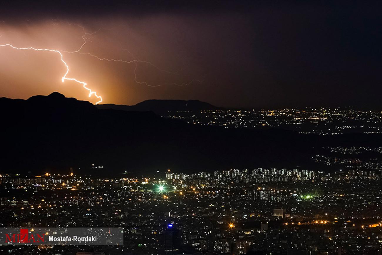 صاعقه در بلندای تهران + عکس