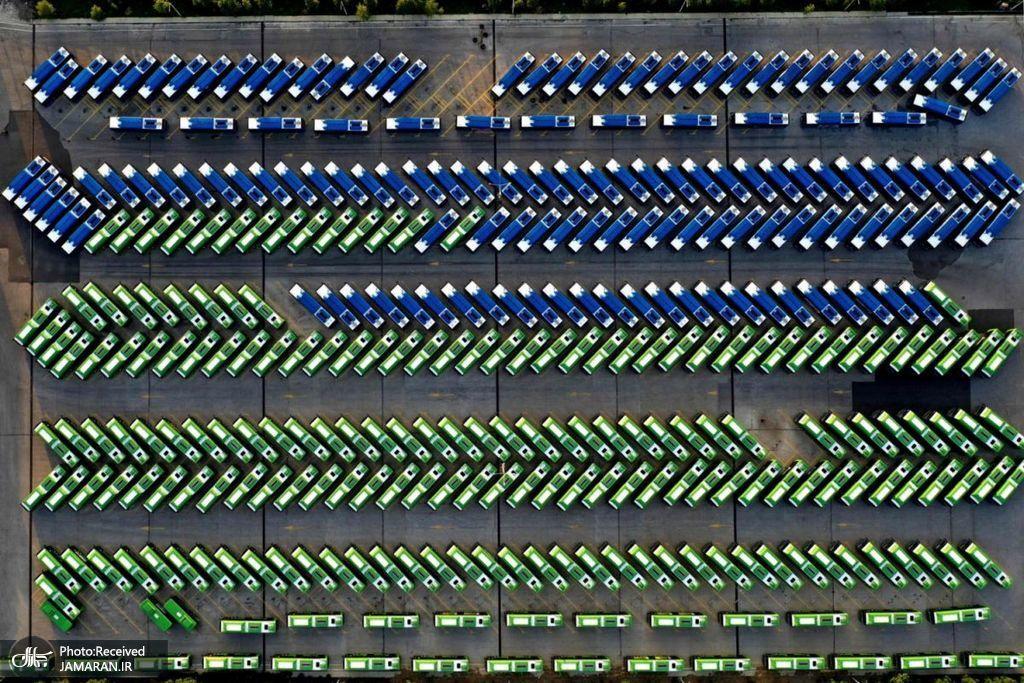 نمای هوایی از اتوبوس های شهری پس از قرنطینه سراسری در تفلیس