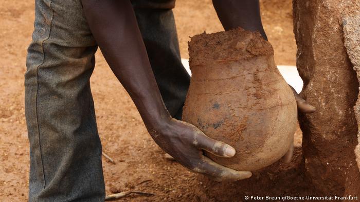 عسل در آفریقا: قدیمیترین کوزه عسل آفریقای سیاه پیدا شد