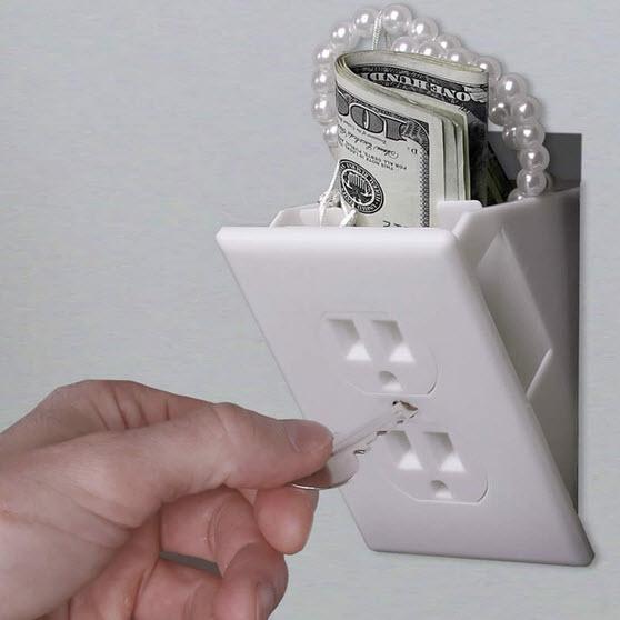 در خانه جاهایی برای پنهان کردن پول، اسناد، جواهرات و یا فایلهای مهم تهیه کنید!