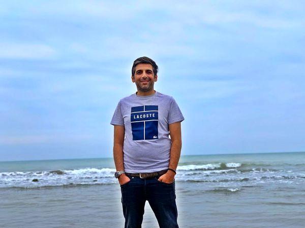 استایل تابستونی حمید گودرزی در کنار دریا + عکس