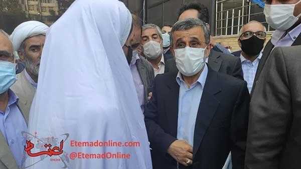 دختر سفیدپوش همراه احمدینژاد که بود؟