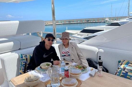 تفریح رونالدو و نامزدش در قایق لاکچری