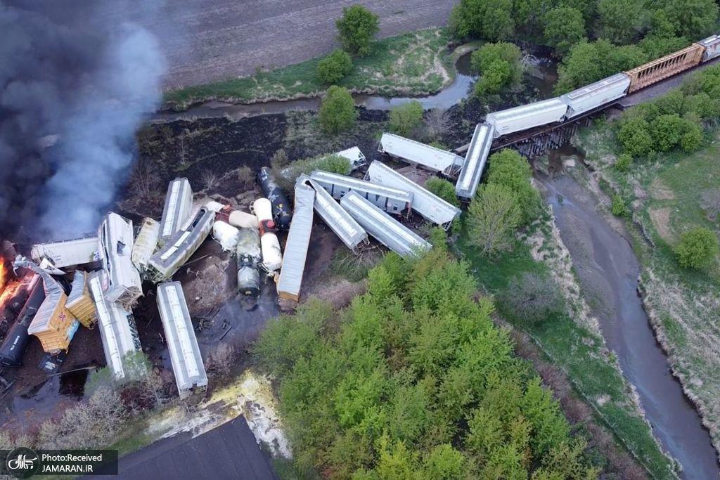 خارج شدن قطار حامل مواد خطرناک از خط + عکس