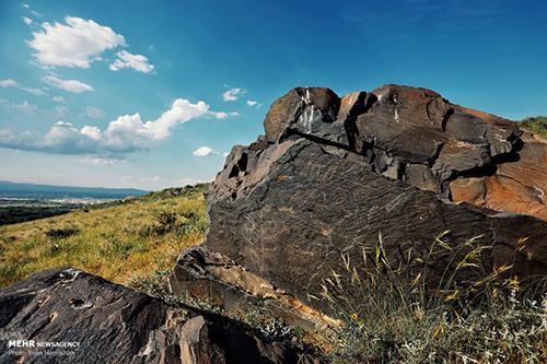 سنگ نگارههای کهن کوهستان الوند