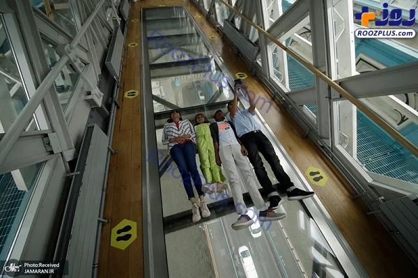 سلفی جالب بازدیدکنندگان روی پیاده روی شیشه ای در لندن