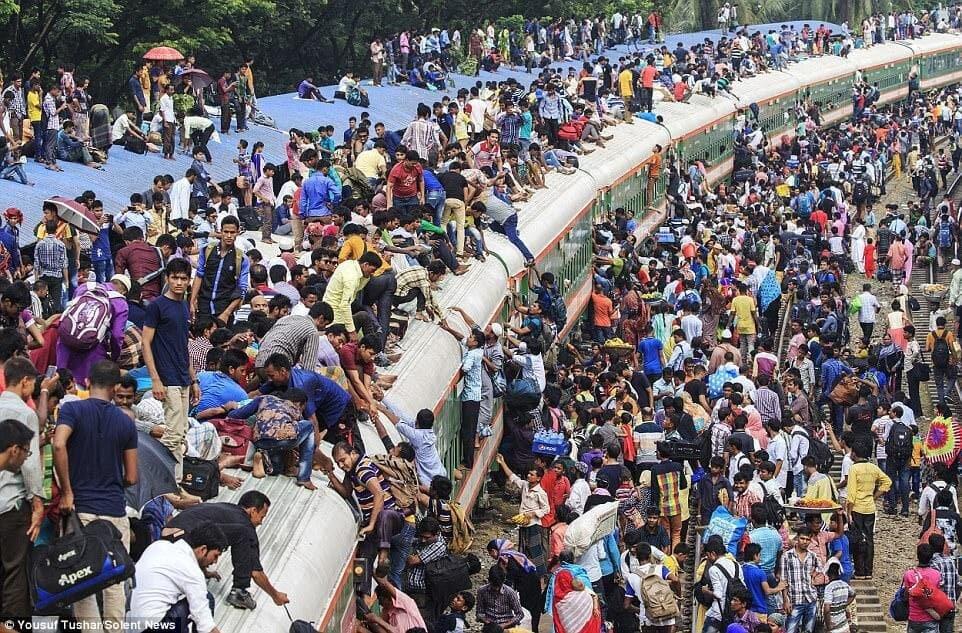 صحنههای ترسناک از قطارسواری در بنگلادش+عکس