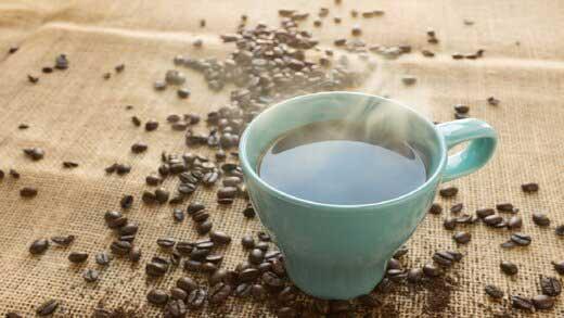 خطر خوردن قهوه و ابتلا به آب سیاه در چشم